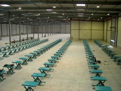 150 heftafels in een productiehal © Sluysmachines.nl