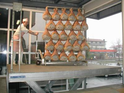 gegalvaniseerde heftafel t.b.v. vleesbereiding © Sluysmachines.nl